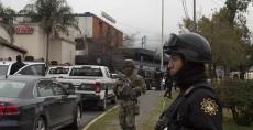 El tiroteo en una escuela en Monterrey, México, dejó cinco personas gravemente heridas, entre ellos el estudiante que abrió fuego, tres de sus compañeros y una maestra. LA PRENSA/AFP