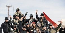 Members of the Iraqi special forces Counter Terrorism Service (CTS) celebrate in their military base in the town of Bartalla on January 18, 2017 after a top Iraqi commander announced that have they fully retaken east Mosul from the Islamic State (IS) group, three months after a huge offensive against the jihadist bastion was launched. Elite forces have in recent days entered the last neighbourhoods on the eastern side of Mosul, on the left bank of the Tigris River that runs through the city./ AFP PHOTO / Dimitar DILKOFF