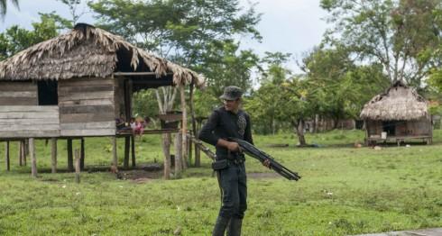 Representantes del Ejército y la Policía se comprometieron a desalojar a colonos de Layasicksa e Isnawas, con la compañía de indígenas miskitos en el territorio. De no hacerlo, comunitarios aseguran que se alzarán en armas.