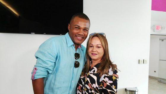 """Félix """"Tito"""" Trinidad llegó al país acompañado por su esposa Sharon Santiago. LA PRENSA/BAYRON SAAVEDRA"""