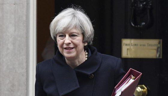 Un fallo de la Corte Suprema ordenó a la primera ministra, Theresa May, presentar el proyecto de ley aprobado este miércoles en primera lectura. LAPRENSA/EFE