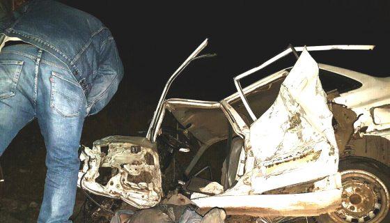 Así quedó el vehículo Kia despúes de colisionar contra una rastra cargada de cemento. LAPRENSA/A. Lorío