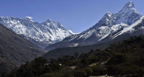 Monte Everest, en la cordillera del Himalaya. LA PRENSA/ARCHIVO