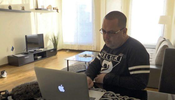 Alexander Glazastikov Quien busca asilo político en Estonia, dijo que su grupo no tenía conexión con la piratería de correos electrónicos del Partido Demócrata durante la campaña electoral de 2016 en Estados Unidos. AP
