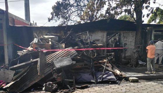 Unos 30 bomberos llegaron al lugar para sofocar las llamas. LA PRENSA/N. Gallegos