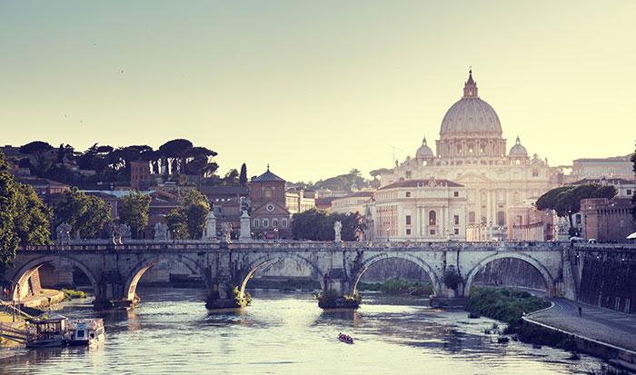 La Ciudad del Vaticano, en Roma, es el sillón del papado.