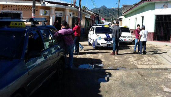 Los taxistas de Jalapa en paro indefinido y exigen el retiro de 20 unidades que circulan ilegalmente en el municipio. LAPRENSA/A. Lorío