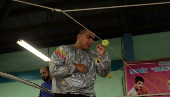 Román González sigue su preparación en Costa Rica. LA PRENSA/ARCHIVO