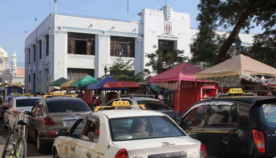 El sector de transporte selectivo hizo un paro de sus actividades para exigir la eliminación de los taxistas piratas. LAPRENSA/E. López