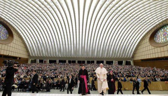 El papa Francisco pidió a los gobiernos del mundo conciliar derechos y desarrollo con los pueblos indígenas. LA PRENSA/ EFE
