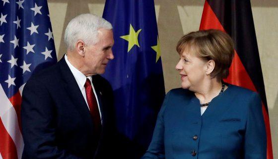 El vicepresidente de EE.UU., Mike Pence, y la canciller alemana, Angela Merkel, también abordaron durante la reunión el debate sobre el gasto militar en el seno de la OTAN, tras la exigencia de la nueva administración de Washington. LA PRENSA/AP