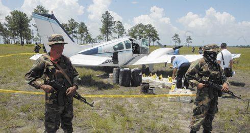 """Un análisis del Instituto Español de Estudios Estratégicos asegura que Nicaragua se ha convertido en punto de abastecimiento y tránsito de los cárteles del narcotráfico, pero el Ejército y Policía del país dicen ser en el istmo el """"muro de contención"""" del crimen organizado. LA PRENSA/ARCHIVO"""