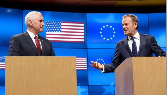 El vicepresidente de EE.UU., Mike Pence y el presidente del Consejo Europeo, Donald Tusk. LA PRENSA/AFP