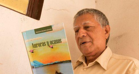 El poeta chontaleño Douglas Blanco Aragón publica su nuevo libro Auroras y ocasos, con versos al amor e injusticias sociales. LAPRENSA/URIEL M OLINA