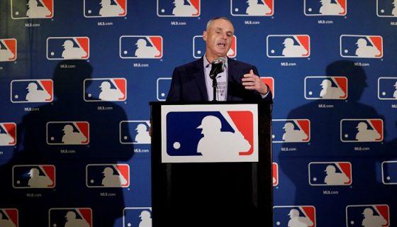 El comisionado de Grandes Ligas, Rob Manfred, logró que se cambiara la regla de la base por bolas intencional. LA PRENSA/AP/Morry Gash