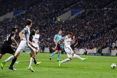 El croata Parko Pjaca marcó uno de los dos goles con el que Juventus derrotó al Oporto, en el duelo de ida de octavos de final de la Champions League, celebrado en Portugal. LA PRENSA/AFP/FRANCISCO LEONG