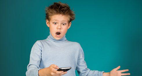 Aplicaciones y configuraciones para bloquear el acceso a sitios para adultos en los celulares.