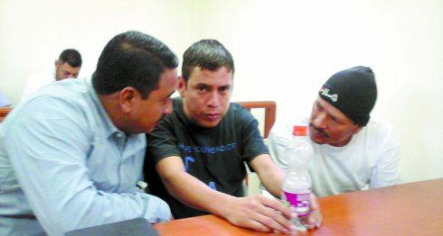 """Los """"Matagalpas"""" junto a su abogado defensor Harold Ramírez. LA PRENSA/ ROBERTO MORA"""