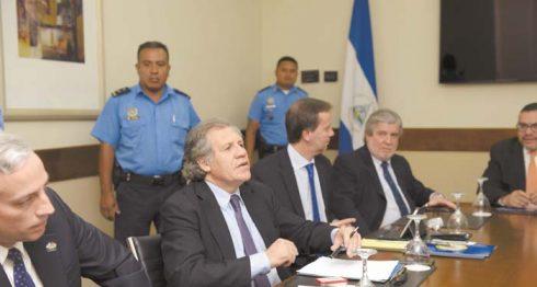 Secretario general de la OEA, Luis Almagro, cuando llegó a Nicaragua a reunirse con diferentes sectores del país. LA PRENSA/L. VILLAGRA/ARCHIVO