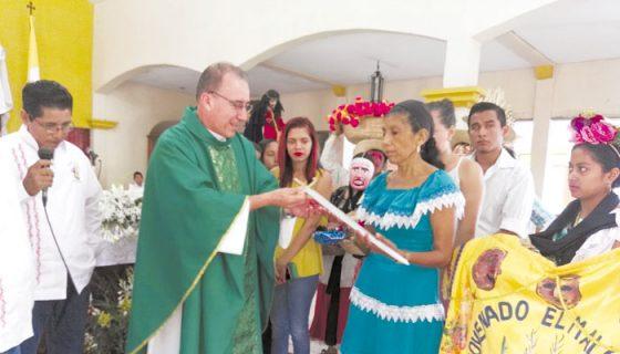 Las festividades de San Miguel Arcángel de Masaya atraen a miles de devotos cada año. Ayer se entregó la mayordomía a Martha Toribio Navarro. LA PRENSA/ N. GALLEGOS