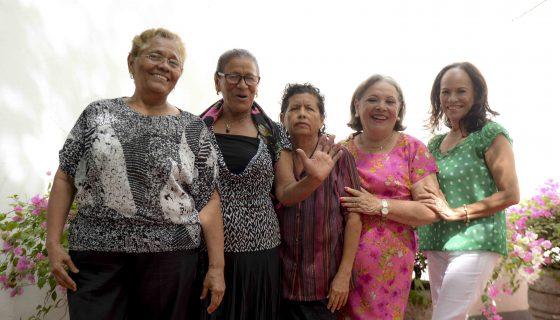 Mujeres poetas del Círculo Literario del Adulto Mayor (CLAM), Haydée Cano Narváez, Lesbia González Fornos, Gloria Rodríguez, Flor de María Hidalgo y Brenda Martínez. LAPRENSA/CARLOS VALLE