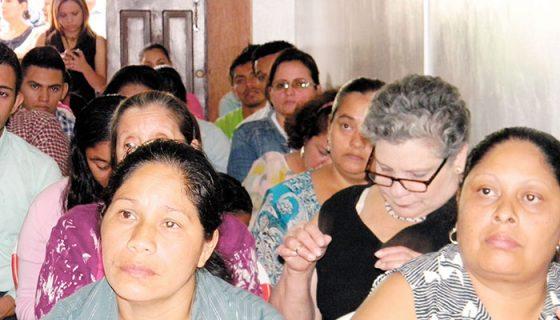 Voluntarias y pacientes beneficiadas del tratamiento en contra del cáncer cérvico uterino se reunieron para inaugurar el nuevo local de la Fundación Fe y Lucha. LAPRENSA/ SARA RUIZ