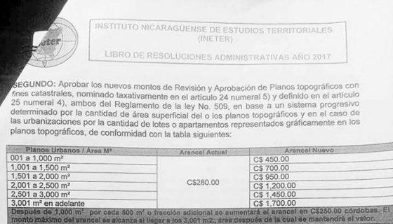 Este es el comunicado en el cual se anuncia el incremento en los principales servicios de Dirección General de Catastro Físico en Chinandega. La Prensa / Saúl Martínez.
