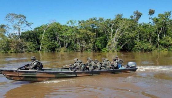 Aunque cuenta con embarcaciones, las fuerzas de seguridad brasileñas reclaman helicópteros. FELIPE SOUZA/BBC BRASIL