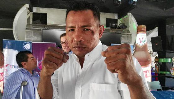 Ricardo Mayorga este jueves en Managua, hablando de su pelea con el mexicano Jaudiel Zepeda. Foto: Bayron Saavedra