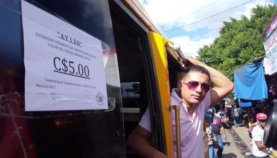 Pobladores de León están molestos por el aumento del precio en el pasaje. LAPRENSA/E. López