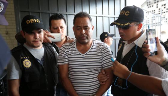 El exdirector del Hogar Seguro Virgen de la Asunción, Santos Torres (c), es uno de los tres exresponsables del alberge donde han muerto al menos 40 niñas.EFE