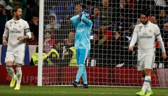 Navas sabe que un error suyo propició el gol del Betis. REUTERS