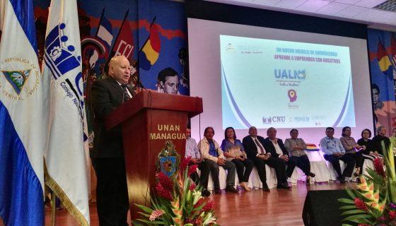 El presidente del CNU, Telemaco Talavera en la inauguración de la Universidad Abierta en Línea.