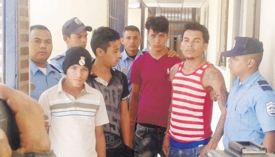 Cuatro sujetos fueron detenidos por presuntamente estar involucrados en robos. LA PRENSA/A. LORIO