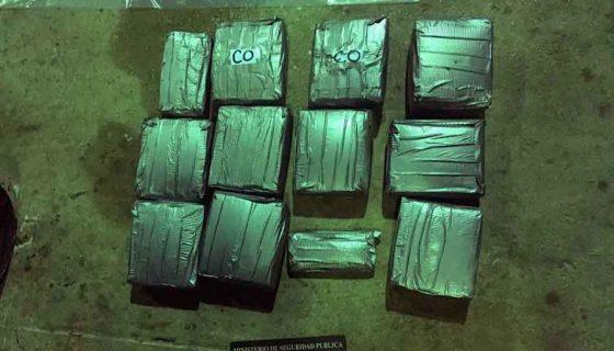 En la imagen se observan los paquetes llenos de dólares que decomisó la Policía tica. LAPRENSA/Cortesía
