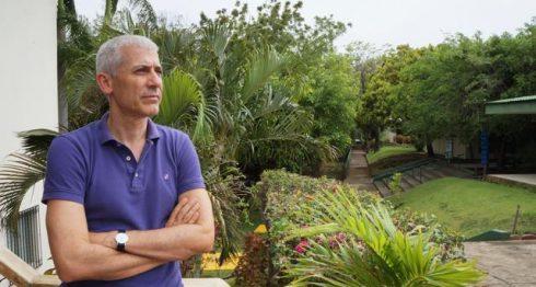 """El escritor José Ovejero cierra el libro con una gran confesión pública, que le sirve de """"desahogo"""", y no es otra que la adicción que tuvo al sexo. LAPRENSA/ARNULFO AGÜERO"""