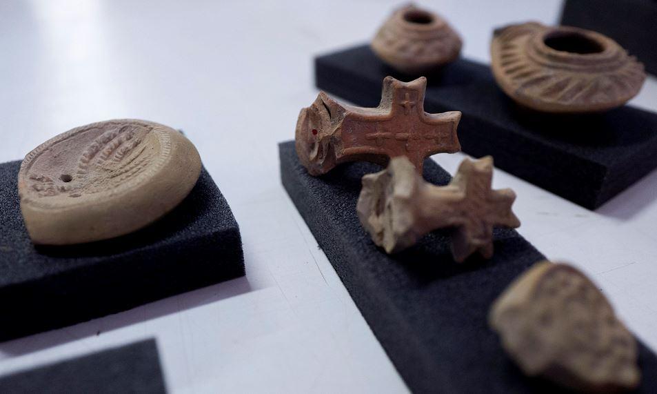 Parte de los utensilios encontrados en la región de Jerusalén y Galilea que corresponden al siglo I. LA PRENSA/AFP