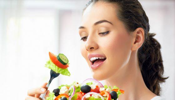 Comer alimentos naturales o enteros es muy provechoso para la salud.