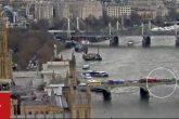 El momento en que una mujer cae al río Támesis durante el ataque en el puente de Westminster en Londres