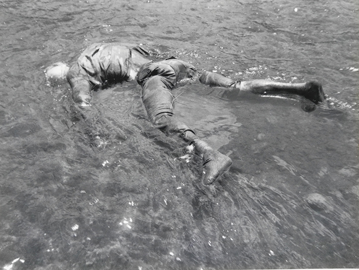 Foto tomada por los Contras de un joven del SMP cuyo cadáver flotaba en el río Coco. Foto: Cortesía / La Prensa