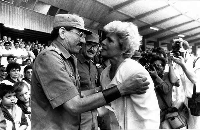 El general Humberto Ortega durante la toma de posesión de doña Violeta Barrios de Chamorro en abril de 1990. Doña Violeta ratificó a en esa ocasión a Ortega como jefe del Ejército. Foto: La Prensa