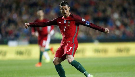Cristiano Ronaldo es el jugador con más goles y partidos jugados con la selección de Portugal. EFE/EPA/TIAGO PETINGA