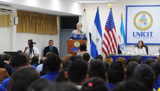 Laura Dogu, embajadora de Estados Unidos en Nicaragua, en la Lección Inaugural del Año Académico 2017 de la Universidad de Ciencias y Tegnología (Unicit). Foto: Wilmer Lopez/LA PRENSA