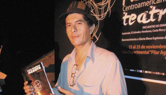 """La poetisa Marta Leonor González, fundadora de la revista de arte 400 Elefantes, lo definió como """"el dramaturgo más importante de los últimos tiempos"""" en su país. LA PRENSA/ARNULFO AGÜERO"""