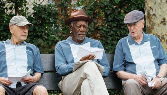 Película Un golpe con estilo protagonizada por Michael Caine, Morgan Freeman y Alan Arkin.