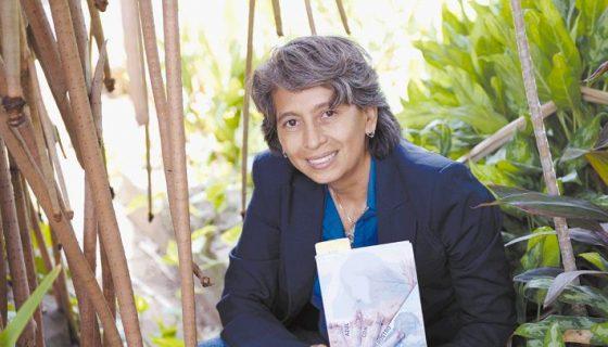 La poeta nicaragüense Ileana Jacoba García Leiva aborda en sus versos el amor, la sensualidad y la ilusión. LA PRENSA/MANUEL ESQUIVEL