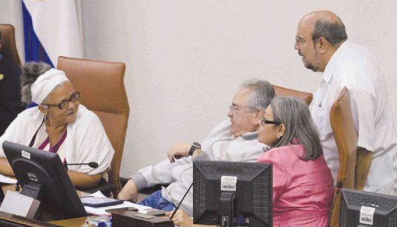 El presidente del Parlamento, Gustavo Porras, junto a miembros de la junta directiva y el jefe de bancada del FSLN, Edwin Castro. Diputados.