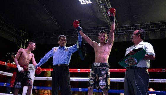 Cristofer Rosales pasó una dura prueba en su última pelea contra Eliecer Quezada. Foto: Carlos Valle