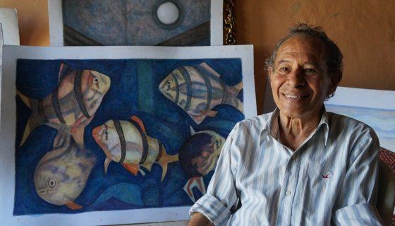 El pintor Róger Sevilla se muestra feliz de realizar por fin su primera exposición de sus obras reunidas. LAPRENSA/FOTOS/ARNULFOAGÜERO