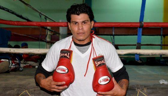Walter Castillo ya comenzó su preparación en el gimnasio Róger Deshón en Managua. Foto: LA PRENSA/ JADER FLORES